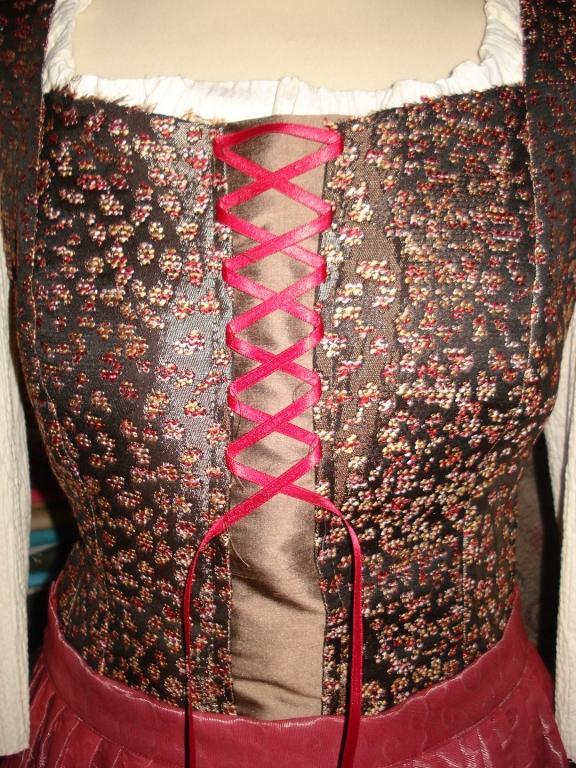 Obleke za folklorne skupine, plesne, navijaške skupine - product image
