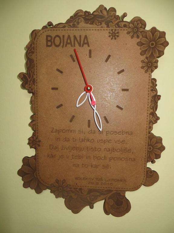 Po naročilu izdelane ure z laserskim graviranjem na različne vrste lesa. - product image