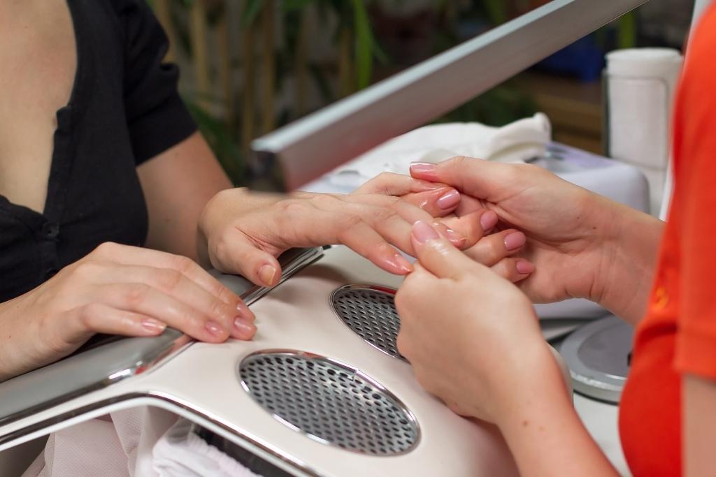 Manikura in permanentno lakiranje - product image